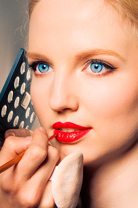 Common Lip Liner Mistakes to Stay Away From