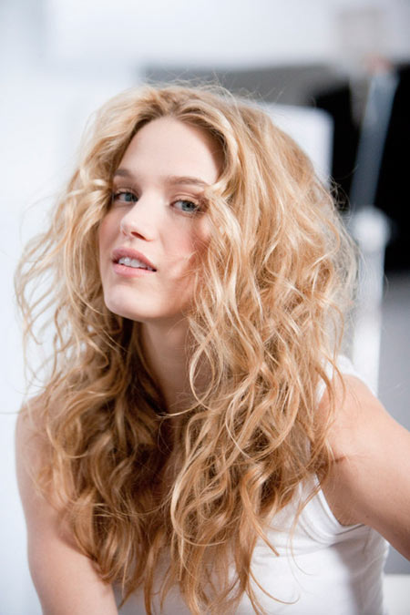 How to Use a Curling Iron to Style Perfect Beachy Waves
