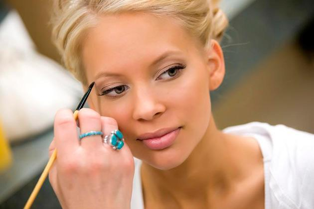 Best Makeup Tips for Your Engagement Day