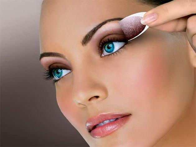 Applying Eye Makeup For Wedding Day : Wedding Makeup Lessons for a Gorgeous Look Women ...