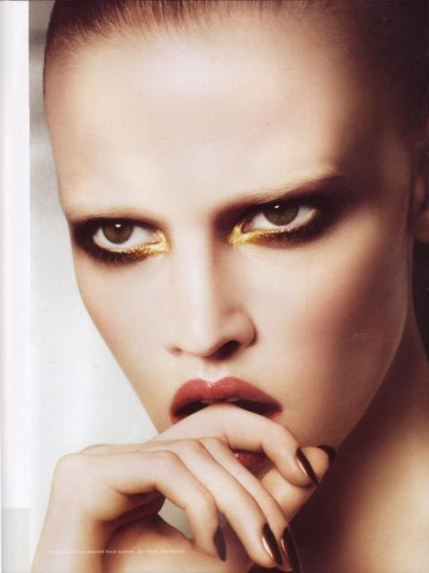 The New Beauty Trend of Bleached Eyebrows